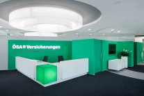 Einrichtung Empfangsbereich mit Empfangstresen Kundencenter ÖSA Versicherungen Magdeburg, Office Design und Bürodesign mit KASEL Innenarchitekten